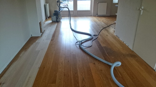 Hoe vaak moet je een houten vloer laten behandelen?