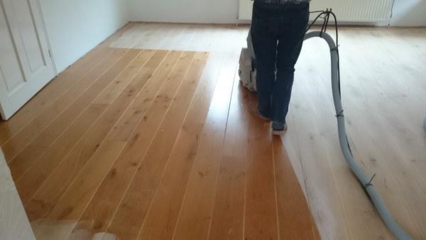 Nieuwe grenen vloer laten leggen purplejan