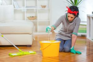 Je parket reinigen met zeep of reinigingsmiddel?